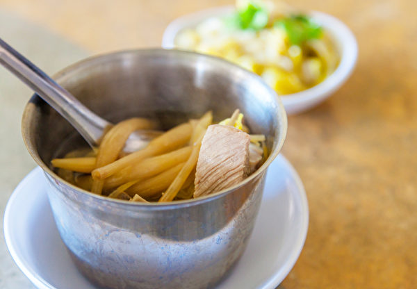不可生吃的蔬菜-鲜金针花