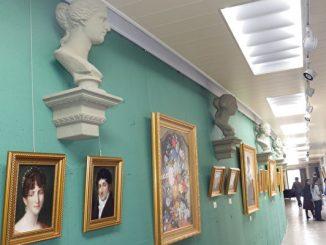 由老旧教室翻修成多功能艺廊。茑松艺术实验学校校园一隅。(廖素贞╱大纪元)