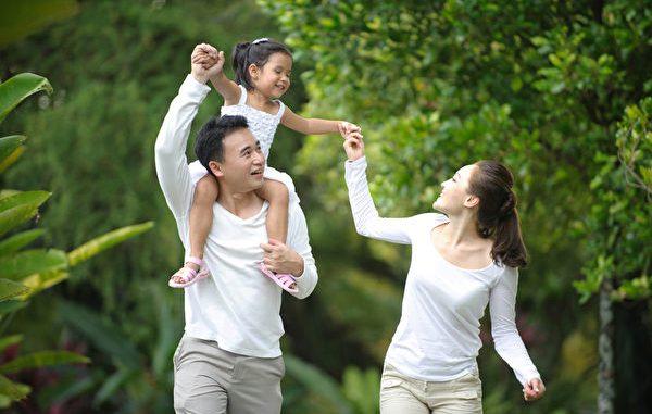 """""""找回传统家庭"""",让家庭发挥对一个人生老病死的起码功能应是明路。 (Fotolia)"""