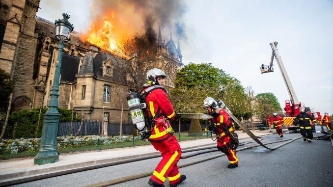 巴黎圣母院消防员