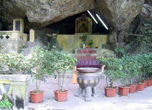 青山禅院-杯渡岩
