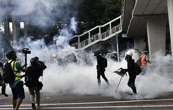 香港f, 反送中, 白衣人, 斩断示威者, 手脚筋
