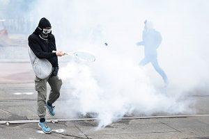 香港, 反送中, 催泪弹, 球拍, 抗议者