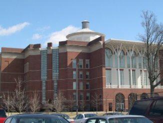 肯塔基大学的一华裔教授夫妇因学术造假被要求或主动辞职或被校方解职。图为肯塔基大学校园内的威廉·杨图书馆。(维基百科公有领域)