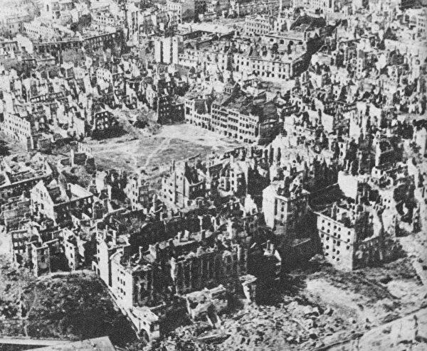 波兰, 彭斯, 共产主义, 纳粹主义, 二战