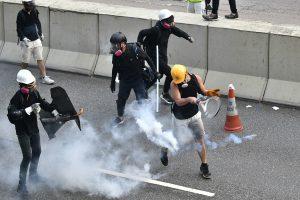 香港, 反送中, 催泪弹, 警察, 保温杯