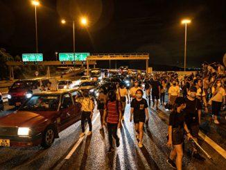 反送中, 和你飞, 香港机场, 义载, 示威者