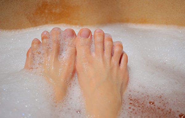 洗脚 脚跟