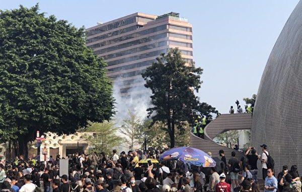 反送中, 警方, 催泪弹, 尖沙咀梳士巴利花园