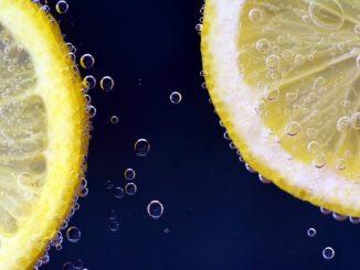 起床喝温柠檬水对肝脏超好