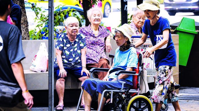 新加坡 老龄化 老人