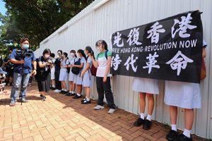 近百名中学生声援