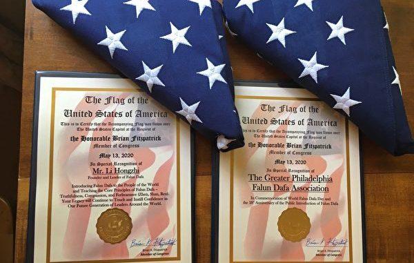 美议员赠予国会山国旗