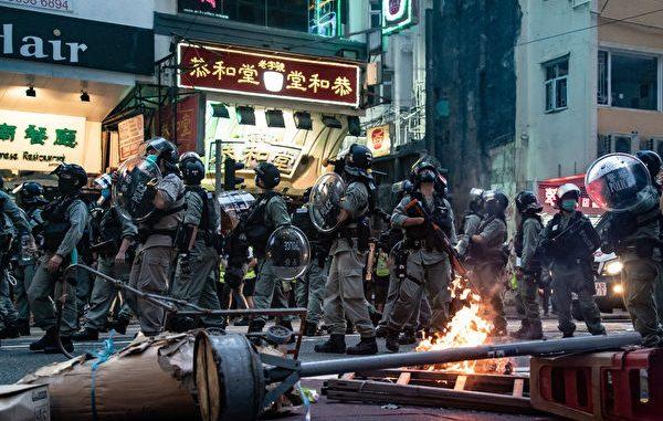 2020年7月1日,三百多位抗议者被捕