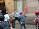 2019年中华民国总统蔡英文过境纽约时,亲共分子挥舞五星旗,攻击蔡英文的支持者。如今他们对美国关闭休斯顿中领馆一声不吭。