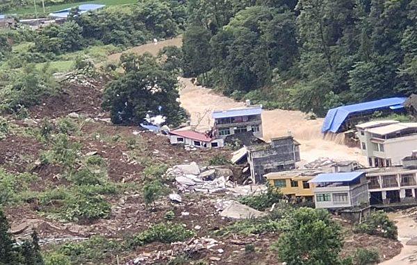 2020年7月8日,北京时间凌晨4、5点,贵州省铜仁松桃县甘龙镇石板村发生山体滑坡,村子被掩埋。