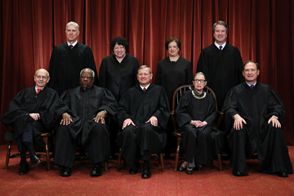 图为2018年11月30日美国最高法院九名大法官合影。